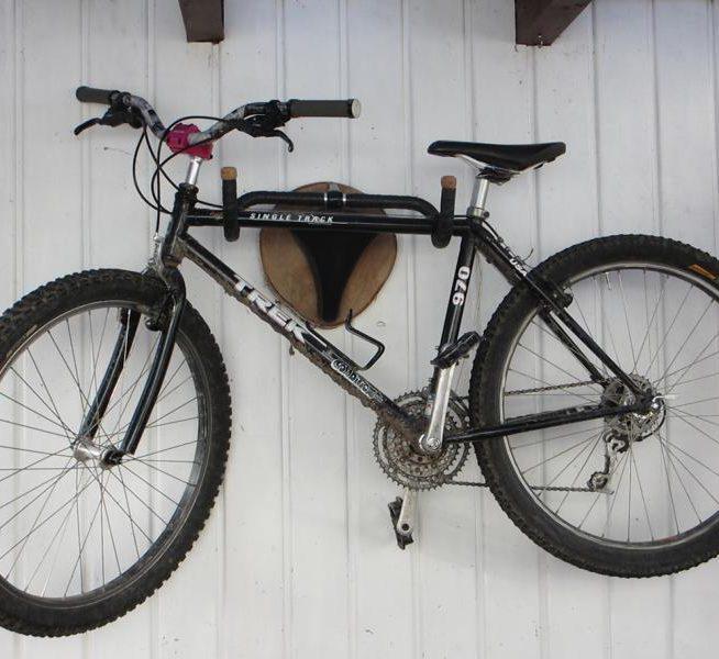 so baust du dir einen bike wandhalter und eine garderobe gleich mit dazu wohn blogger. Black Bedroom Furniture Sets. Home Design Ideas