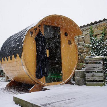 Fasssauna im Schnee