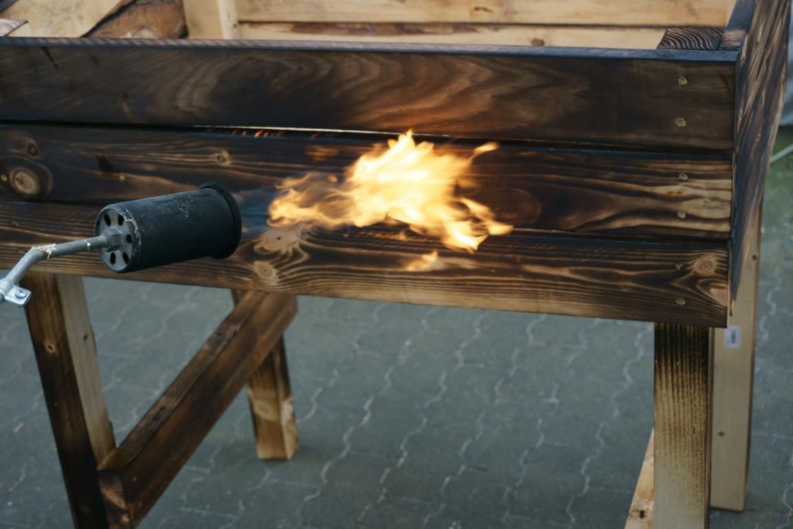 Holz abflammen Hochbeet