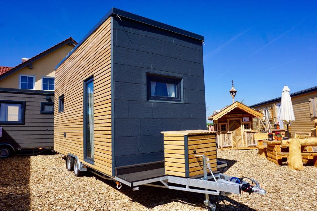 zu besuch auf dem ausstellungsgel nde von mobiles tiny haus wohn blogger. Black Bedroom Furniture Sets. Home Design Ideas